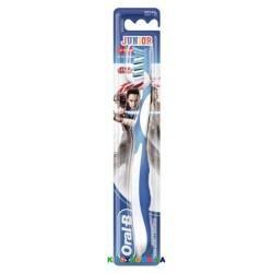 Детская зубная щетка Oral-B Junior (6-11 л) 81663268