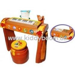 Пианино с табуретом